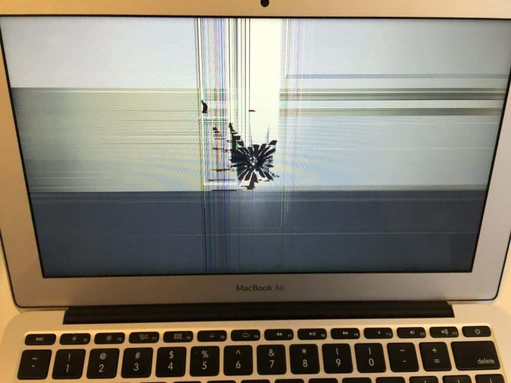 MacBookAirLCDCracked